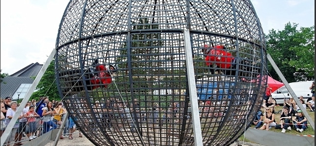 cirque event the globe motor show animation evenementielle sensationnelle