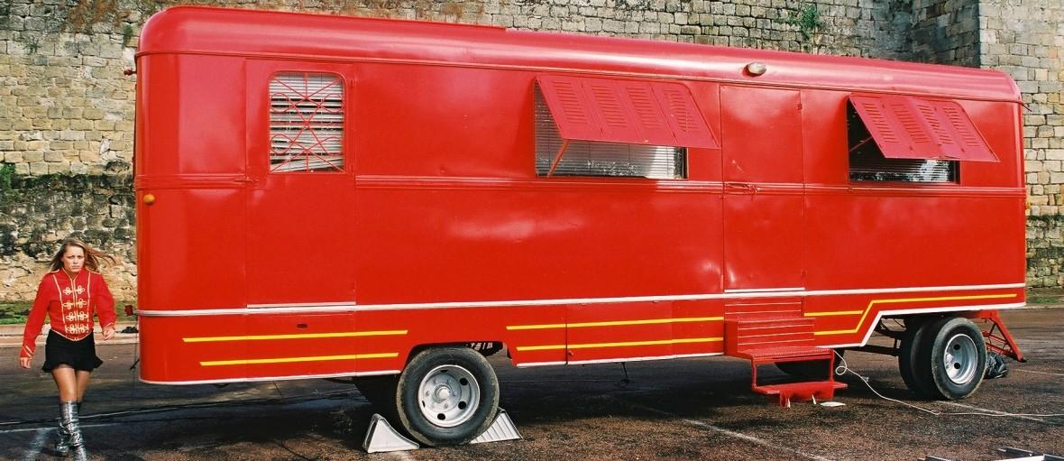hebergement insolite en caravane roulotte de cirque site cirque event
