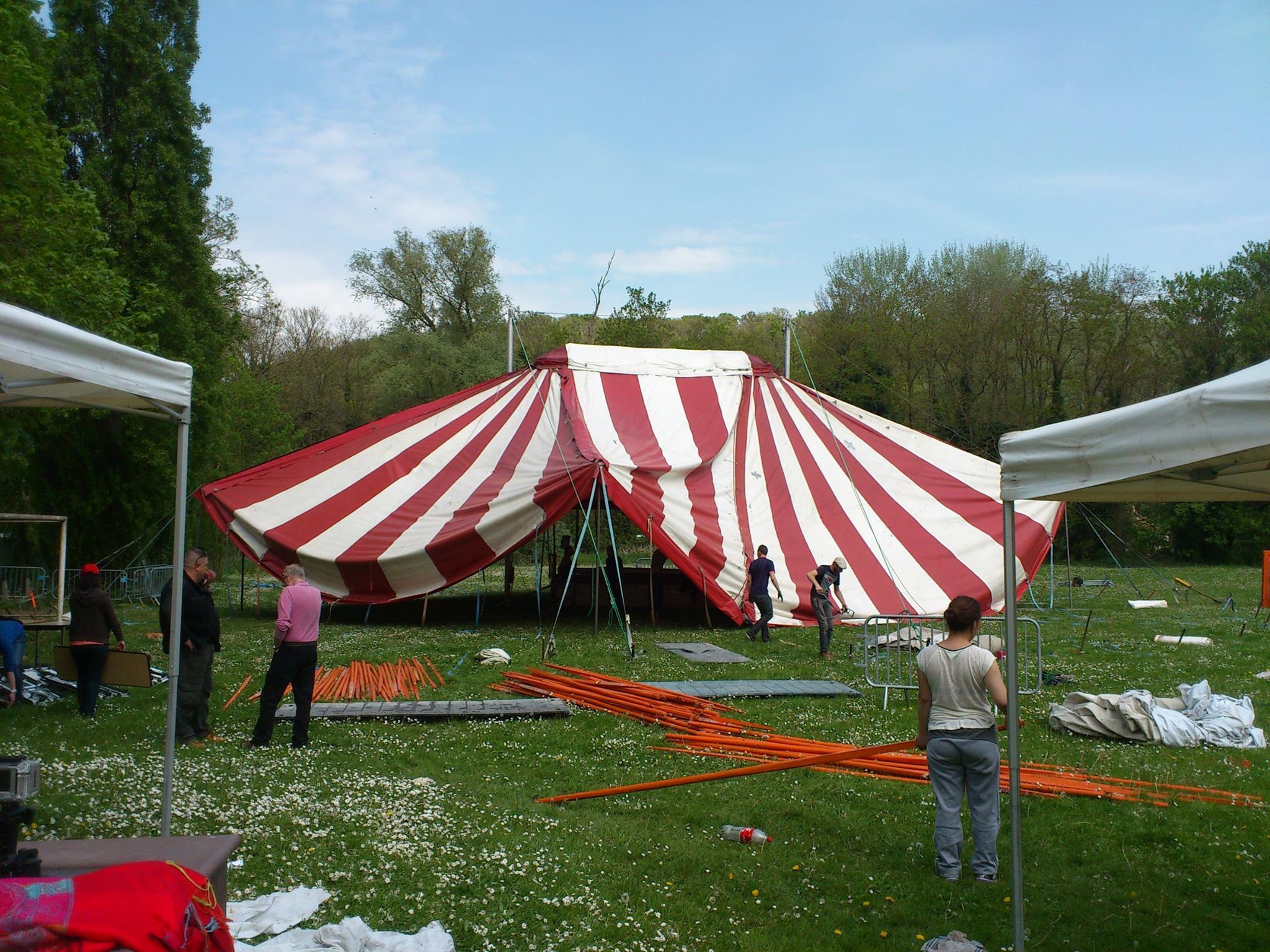 location d un chapiteau pour le festival sexualit et handicap cirque event. Black Bedroom Furniture Sets. Home Design Ideas