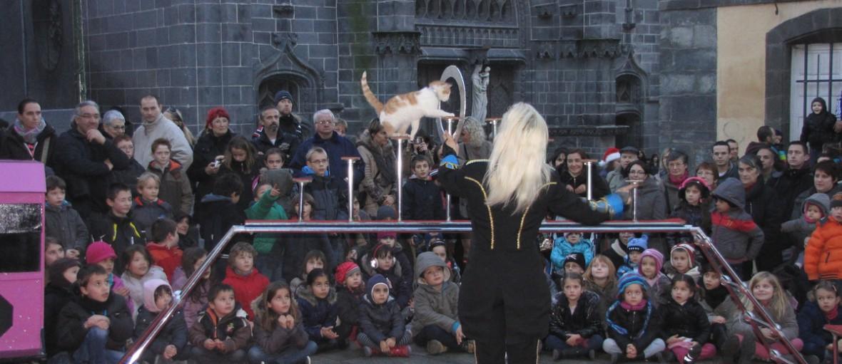 revalorisation centre ville cirque animation spectacle deambulation semaine