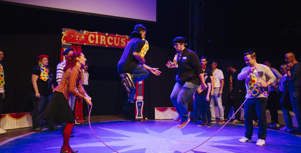 CIRQUE EVENT concept team building convention entreprise immersif depassement soi cirque circus piste chapiteau paillette magie exceptionnel agence