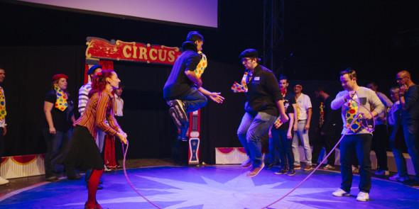 CIRQUE EVENT team building convention entreprise immersif depassement soi cirque circus piste chapiteau paillette magie exceptionnel (20)