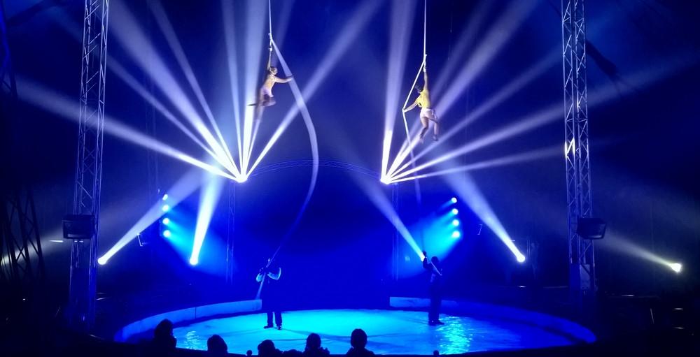 CIRQUE EVENT spectacle Noel chapiteau site industrie entreprise comite